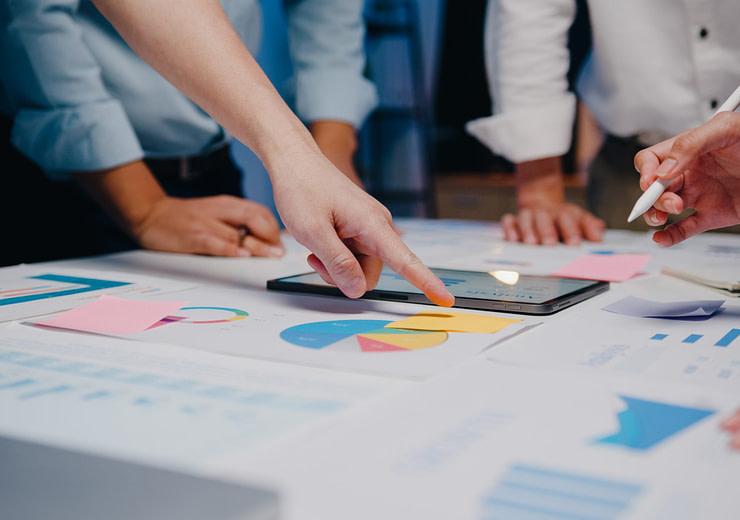 Millennial Asia businessmen and businesswomen meeting brainstorm